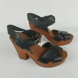 Lucky Brand Women Heeled sandals